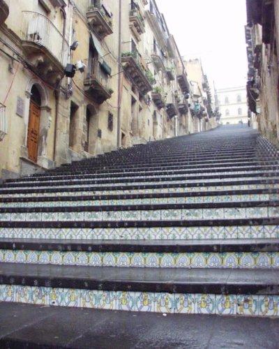 カルタジローネ 階段